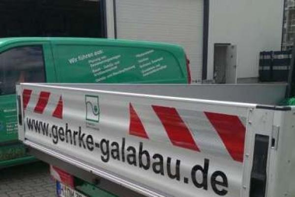 fahrzeugbeschriftung-gartenbau-gehrke-pritsche-warnzeichen-h7006AD9AC2A-EE3A-86C3-E552-5F99E746F5C5.jpg