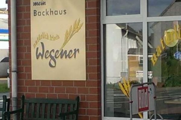 werbeschild-fensterbeschriftung-baeckerei-wegener-hameln-h8509011CF21-4DFD-6811-1AA1-739AD2036032.jpg