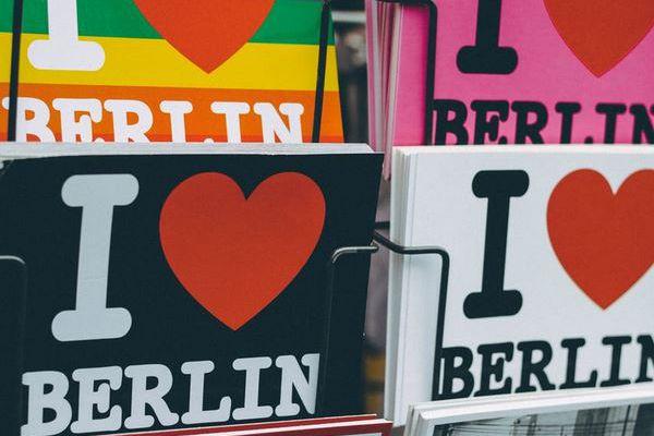 postkarten-berlinADDEC9BB-8C10-0CF4-F8C9-52674A1FE7C9.jpg