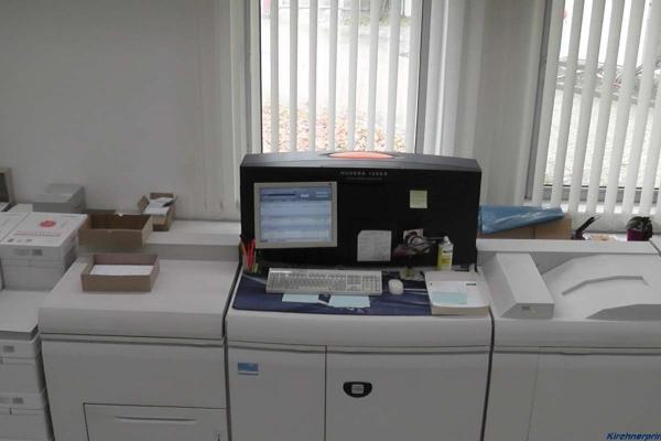 digitaldruckmaschine-oben-h800F4BC609F-9D1F-156A-D33E-46AD5752BAAC.jpg
