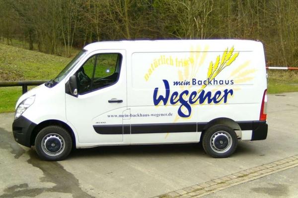 fahrzeugbeschriftung-baeckerei-wegener-00-h85003DBC01E-73DA-C206-1BD3-58BD2013AE84.jpg