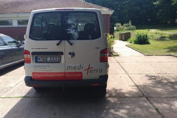 kfz-beschriftung-altenpflegeheim-vw-bus-t5-0306F2858F-980E-E87D-3F41-667ED6AA8526.jpg